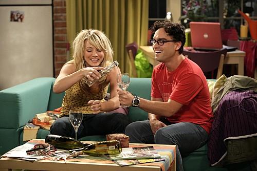 Johnny Galecki E Kaley Cuoco In Una Scena Dell Episodio The Jiminy Conjecture Di The Big Bang Theory 132433
