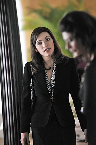 Julianna Margulies in una scena dell'episodio Stripped della serie The Good Wife