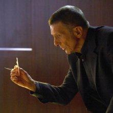 Leonard Nimoy nell'episodio Momentum Deferred di Fringe