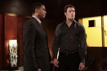 Tahmoh Penikett ed Harry Lennix nell'episodio Belle Chose della serie Dollhouse