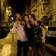Tristan Ulloa, Blanca Romero e Guillermo Toledo in una sequenza del film After (2009)