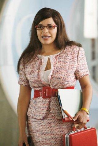 America Ferrera nell'episodio Blue on Blue della serie Ugly Betty