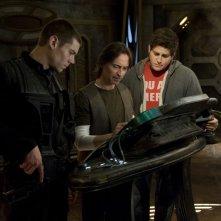 Brian J. Smith, Robert Carlyle e David Blue in un momento delle premiere di Stargate Universe