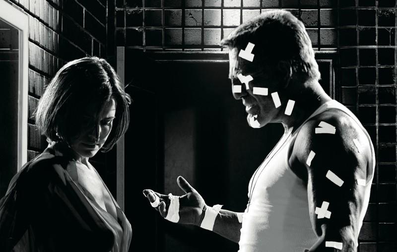 Carla Gugino Lucille E Mickey Rourke Marv In Una Scena Di Sin City 132904