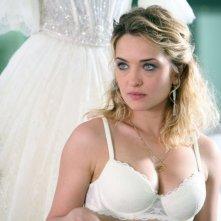 Carolina Crescentini in un'immagine della commedia Oggi Sposi