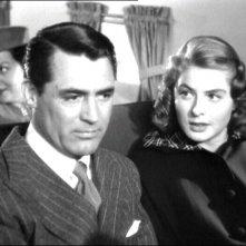 Cary Grant e Ingrid Bergman in una scena del film Notorious di Alfred Hitchcock ( 1946 )