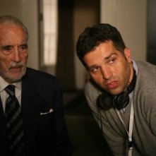 Christopher Lee sul set di Triage accanto al regista Danis Tanovic.