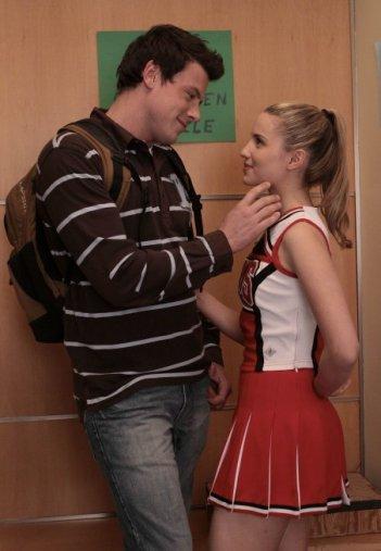 Cory Monteith e Dianna Agron in una scena dell'episodio Preggers della serie Glee