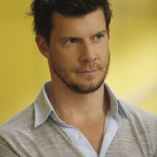 Eric Mabius nell'episodio Blue on Blue della serie Ugly Betty