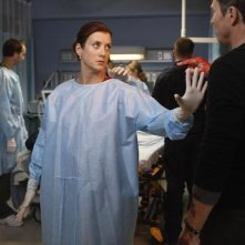 Kate Walsh e Timothy Daly in una scena dell'episodio A Death in the Family di Private Practice