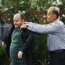 Kelsey Grammer in una scena dell'episodio Yard Sale della serie Hank