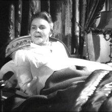 Leopoldine Konstantin in una scena del film Notorious - L\'amante perduta ( 1946 )
