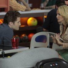 Matthew Morrison con la guest star Kristin Chenoweth nell'episodio The Rhodes Not Taken della serie Glee