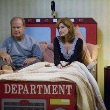 Melinda McGraw e Kelsey Grammer in un momento del pilot della serie Hank