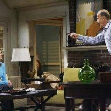 Melinda McGraw e Kelsey Grammer in una scena dell'episodio Yard Sale della serie Hank
