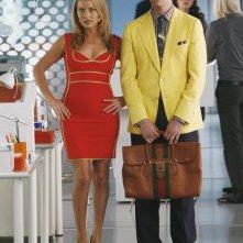 Michael Urie e Becki Newton in una scena dell'episodio Blue on Blue della serie Ugly Betty