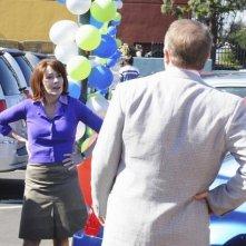 Patricia Heaton e Peter Breitmayer nel pilot della serie The Middle