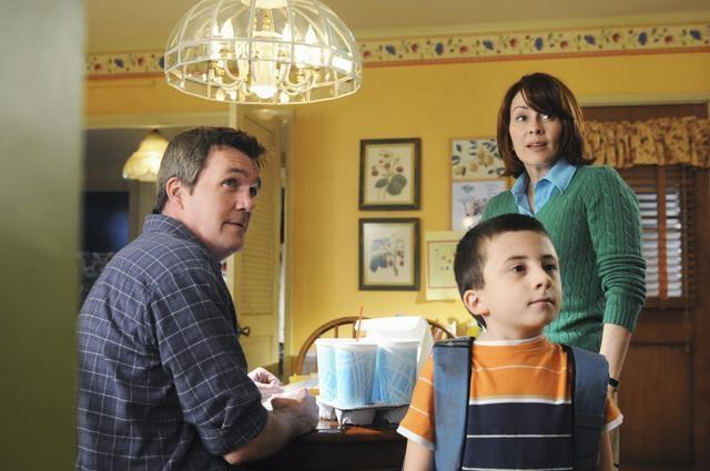 Patricia Heaton Neil Flynn Ed Atticus Shafer In Una Scena Del Pilot Della Serie The Middle 132672