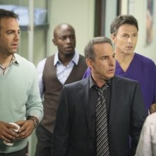 Timothy Daly, Taye Diggs e Paul Adelstein in una scena dell'episodio A Death in the Family di Private Practice