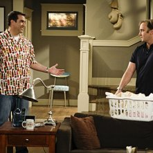 Jay Mohr e Rob Riggle in una scena dell'episodio Gary Has a Dream di Provaci ancora Gary