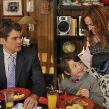 John Ducey, Rebecca Creskoff e Frankie Jonas in una scena dell'episodio Home Not Alone della serie Jonas