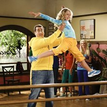 Kathryn Newton e Rob Riggle in una scena dell'episodio Gary Has a Dream di Provaci ancora Gary