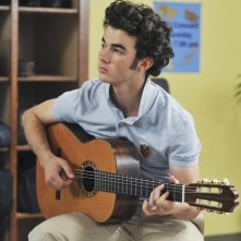 Kevin Jonas nell'episodio That Ding You Do della serie Jonas