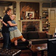 Paula Marshall, Kathryn Newton e Jay Mohr in una scena dell'episodio Gary Promises Too Much della serie Provaci ancora Gary