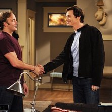 Rob Huebel e Jay Mohr in una scena dell'episodio Gary Promises Too Much della serie Provaci ancora Gary