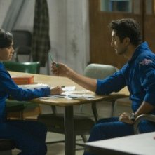 Cliff Curtis ed Aimee Garcia in una scena dell'episodio All's Fair della serie Trauma