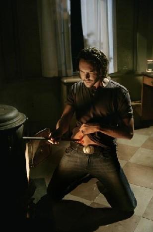 Eastwick Jack Huston In Una Sequenza Di Reaping And Sewing Secondo Episodio Della Prima Stagione Del Serial 133251