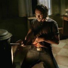 Eastwick: Jack Huston in una sequenza di Reaping and Sewing, secondo episodio della prima stagione del serial