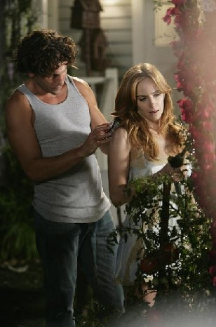 Eastwick Jaime Ray Newman Con Jon Bernthal In Reaping And Sewing Secondo Episodio Della Prima Stagione Del Serial 133252