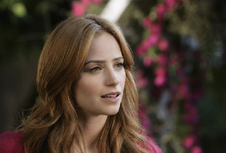 Eastwick Jaime Ray Newman In Una Scena Di Reaping And Sewing Secondo Episodio Della Prima Stagione Del Serial 133246