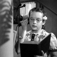 Edna May Wonacott in una scena del film L\'ombra del dubbio ( 1943 )