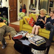 Jenna Elfman, Jon Foster e Nicolas Wright in una scena dell'episodio The Date della serie Accidentally on Purpose