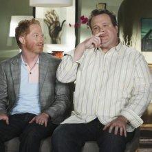 Jesse Tyler Ferguson ed Eric Stonestreet in una scena dell'episodio The Bicycle Thief della serie Modern Family