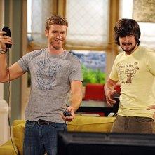 Jon Foster e Nicolas Wright in una scena dell'episodio The Date della serie Accidentally on Purpose