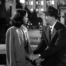 Macdonald Carey e Teresa Wright in una scena del film L\'ombra del dubbio ( 1943 )