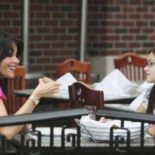 Sofía Vergara ed Ariel Winter in un momento dell'episodio The Bicycle Thief della serie Modern Family