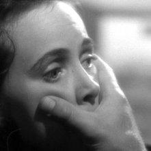 Teresa Wright in una scena del thriller L\'ombra del dubbio ( 1943 )