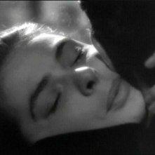 Un bacio tra Cary Grant e Ingrid Bergman in una scena del film Notorious - L\'amante perduta ( 1946 )