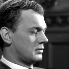 Un primo piano di Joseph Cotten in una scena del film L\'ombra del dubbio ( 1943 )
