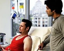 Adrian Grenier e Kevin Dillon in una scena di Scared Straight, episodio della sesta stagione di Entourage