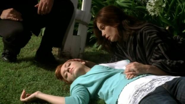 Desperate Housewives Teri Hatcher E Andrea Bowen Susan E Julie Mayer In Una Scena Drammatica Di Being Alive Secondo Episodio Della Stagione 6 133400