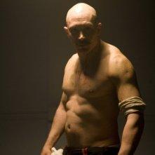 Tom Hardy in un'immagine promozionale del film Bronson