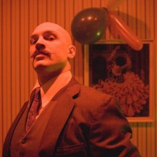 Tom Hardy interpreta Charles Bronson nel film Bronson diretto da Nicolas Winding Refn