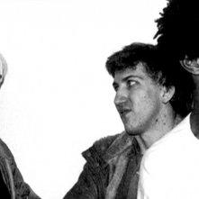 Mark Kostabi con Andy Warhol e Jean Michel Basquiat nel documentario Con Artist