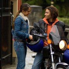 Sandra Echeverría e Corbin Bleu in una scena del film Free Style
