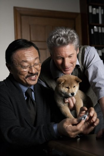 Richard Gere in una sequenza del film Hachiko - A Dog's Story